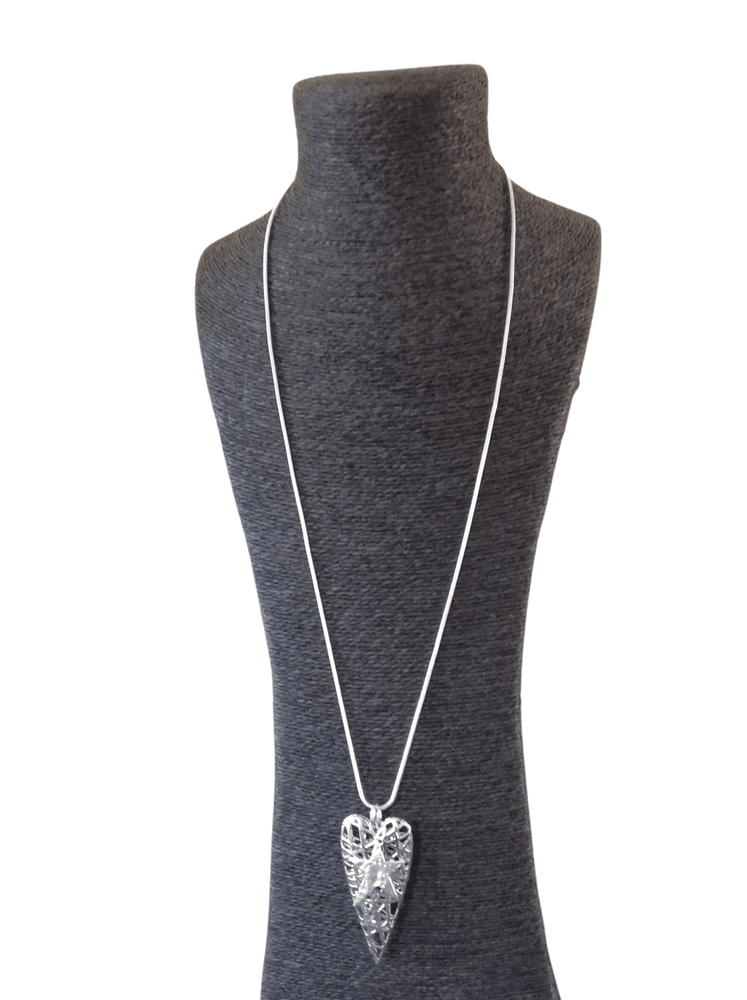 JAINE LATTICE HEART WITH EMBOSSED STAR NECKLACE
