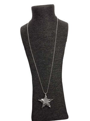 Load image into Gallery viewer, MILLIE DOUBLE HAMMERED STAR NECKLACE