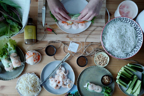 How to roll a fresh Vietnamese salad roll