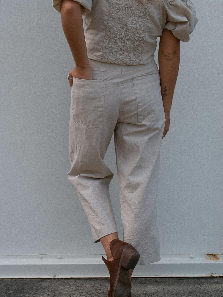 Natural linen pants with two back pockets