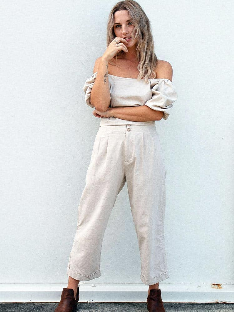Natural linen pants with ankle cuffs and two front buttons