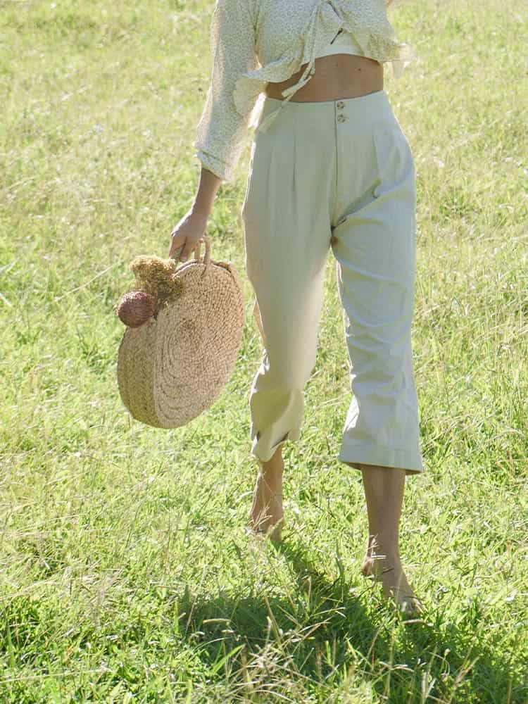 High-waisted linen chino pants with pleated front and two top buttons