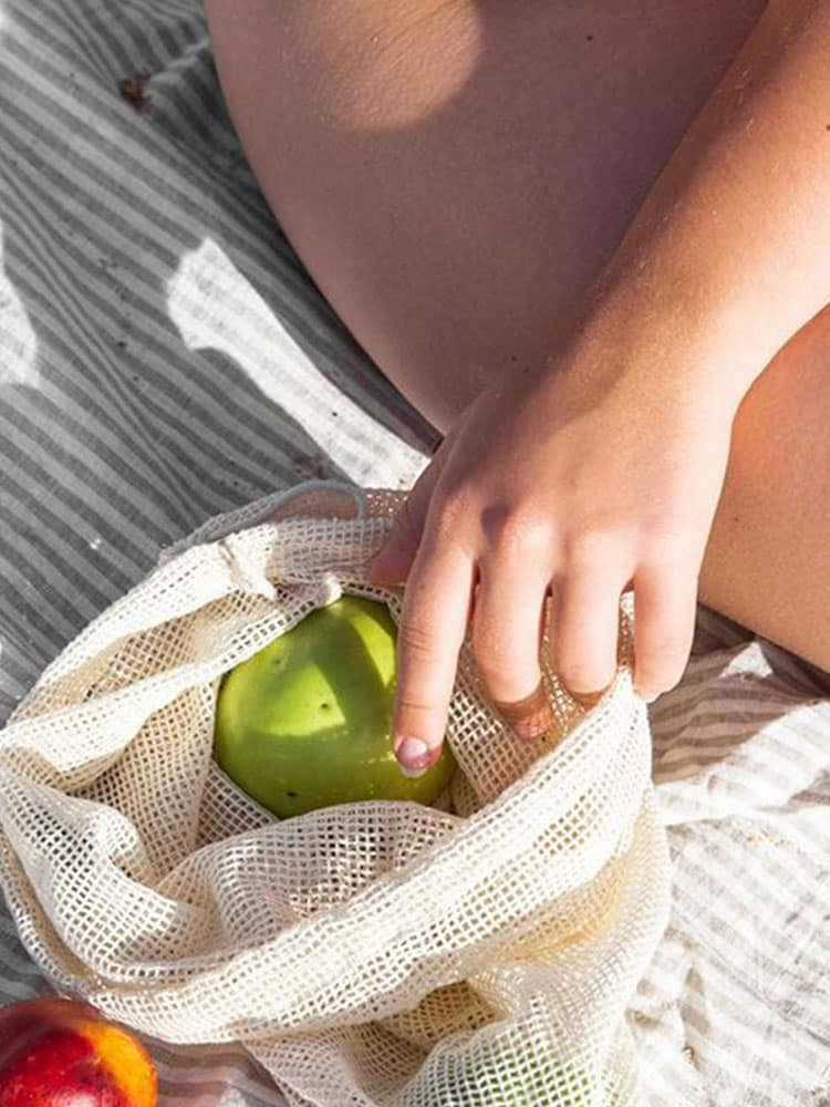 Green apple in a Kappi mesh grocery bag