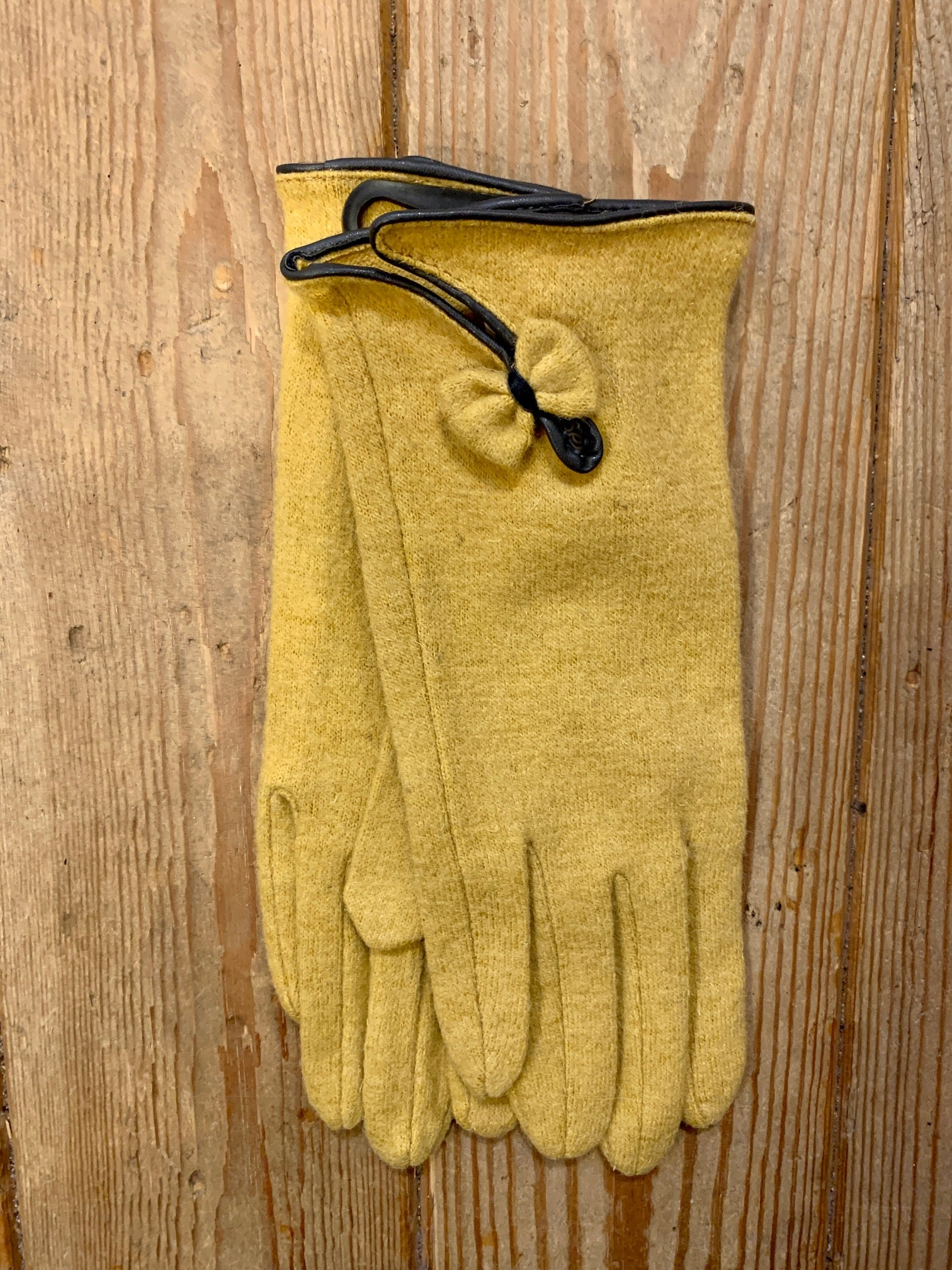 Mustard Wool Gloves