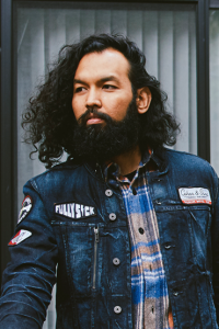 Zeus Beard shares acetate picks to tame curly beard hair