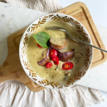 Load image into Gallery viewer, Meal Kit: Emerald Chicken Curry