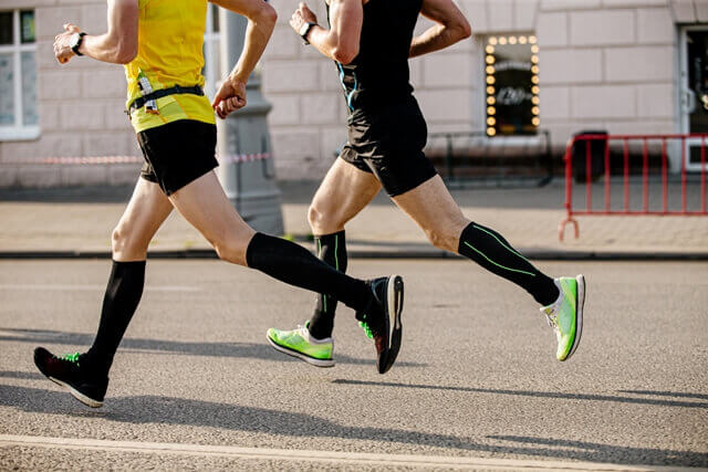 two-men-runners-in-compression-socks