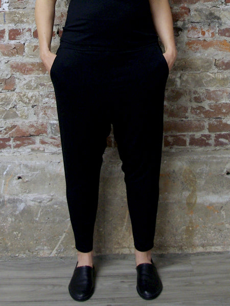 BLACK BAMBOO DRAPED  PANTS, Nrk