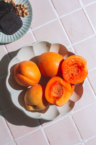 abricots on plate with chocolate