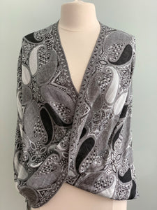 373 Black and White Pashmina Tiffany Cape