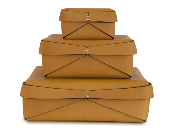 Square Leather boxes in Ochre | Oscar Maschera