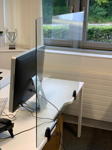 Deluxe Glass Desk Screen 1400 x 800