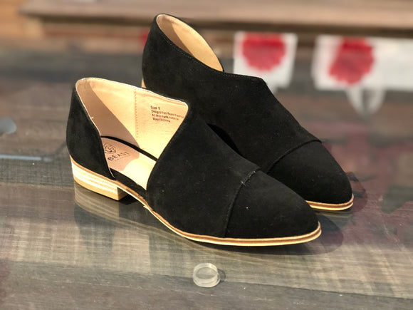 Side Cut Out Loafer