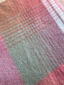 Beautiful Robinwul of Canterbury DOUBLE Pure Wool Blanket. - Fresh Retro Love NZ Wool Blankets
