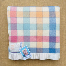 Load image into Gallery viewer, Pretty Check COT/KNEE Royal Wool NZ Wool Blanket