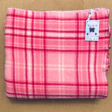 Load image into Gallery viewer, Brightest Pink KING SINGLE Wool Blanket - So beautiful! - Fresh Retro Love NZ Wool Blankets