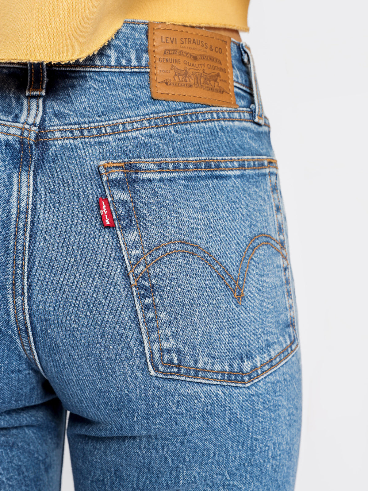 Wedgie Straight-Leg Jeans in Jive Sound Blue Denim