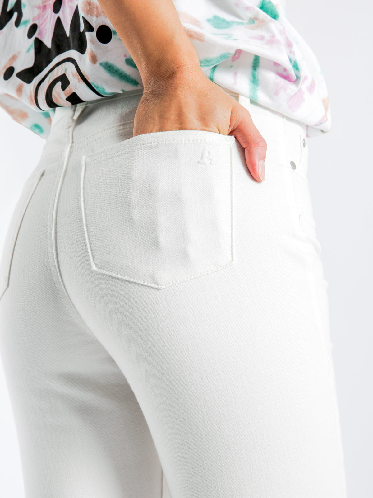 Lisa High-Rise Skinny Ankle-Hugger Jeans in Santa Marta White Denim