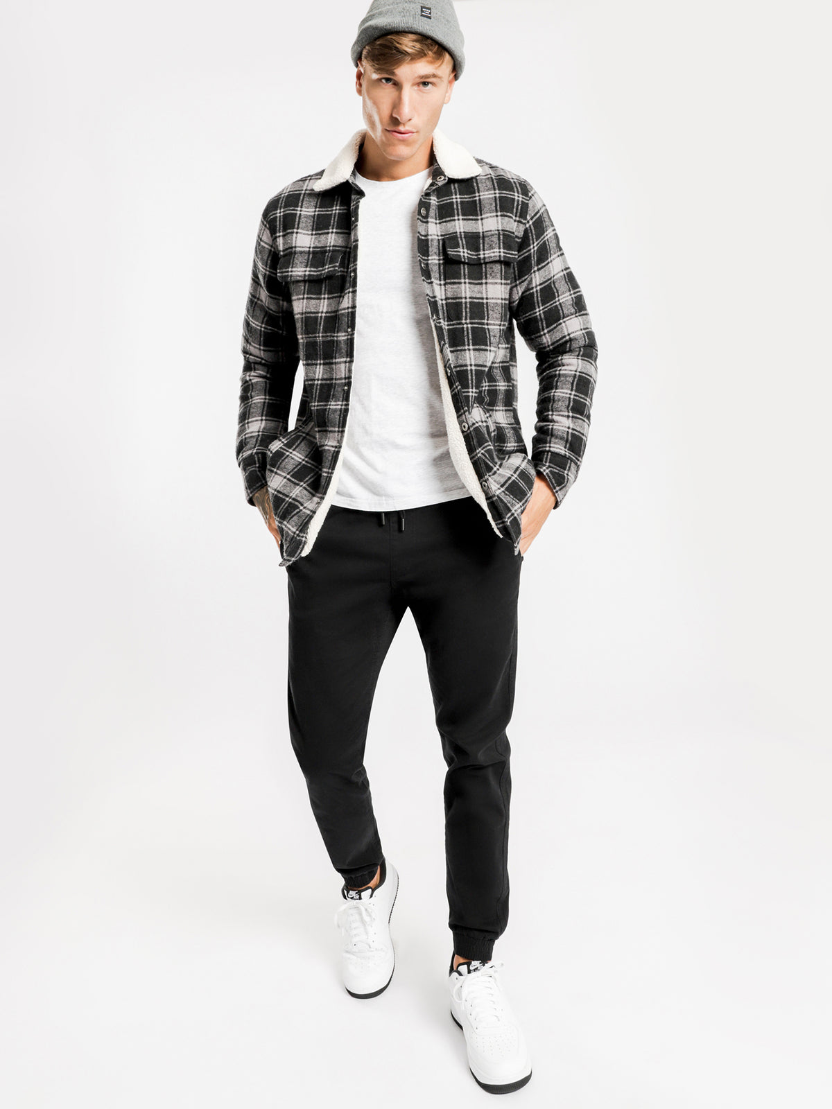 Knox Plaid Sherpa Jacket in Charcoal