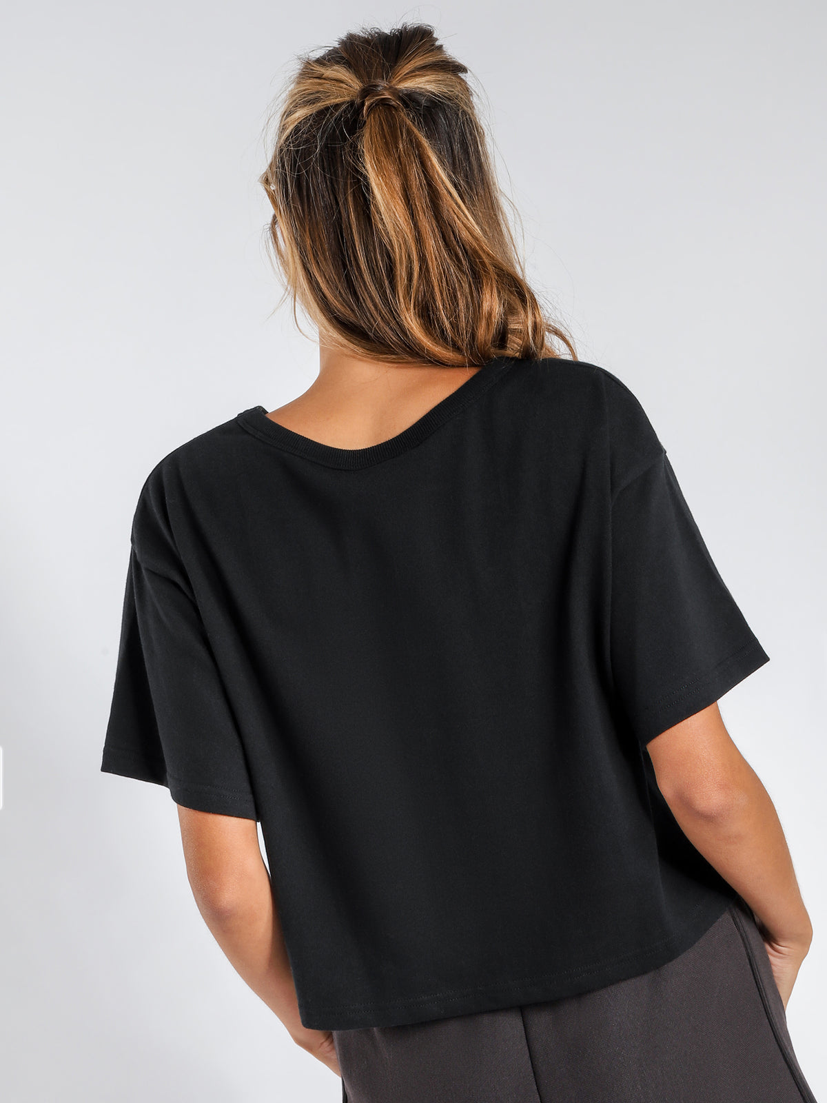 Cropped T-Shirt in Black