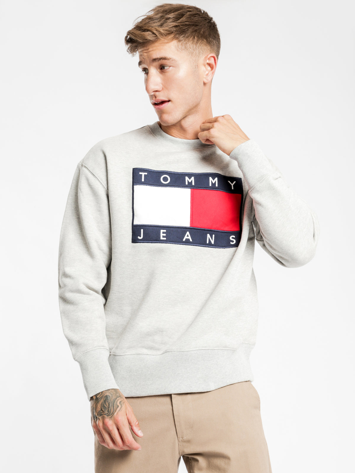 Tommy Flag Crew Sweater in Grey