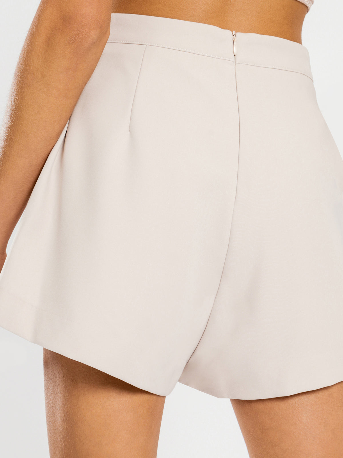 Greta Shorts in Beige
