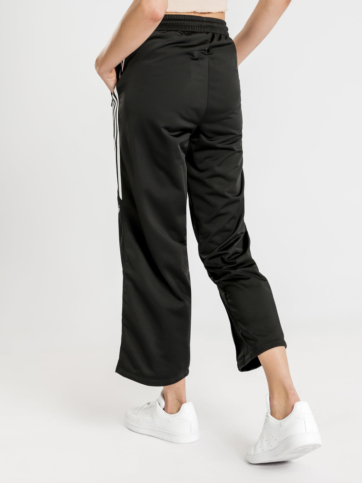 Fakten Black Pants in Black