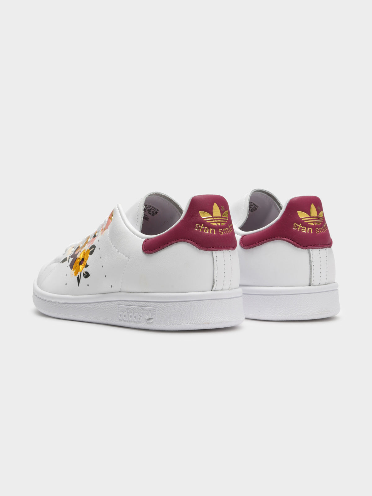 Womens Stan Smith Sneakers in Cloud White / Power Berry / Metallic Gold