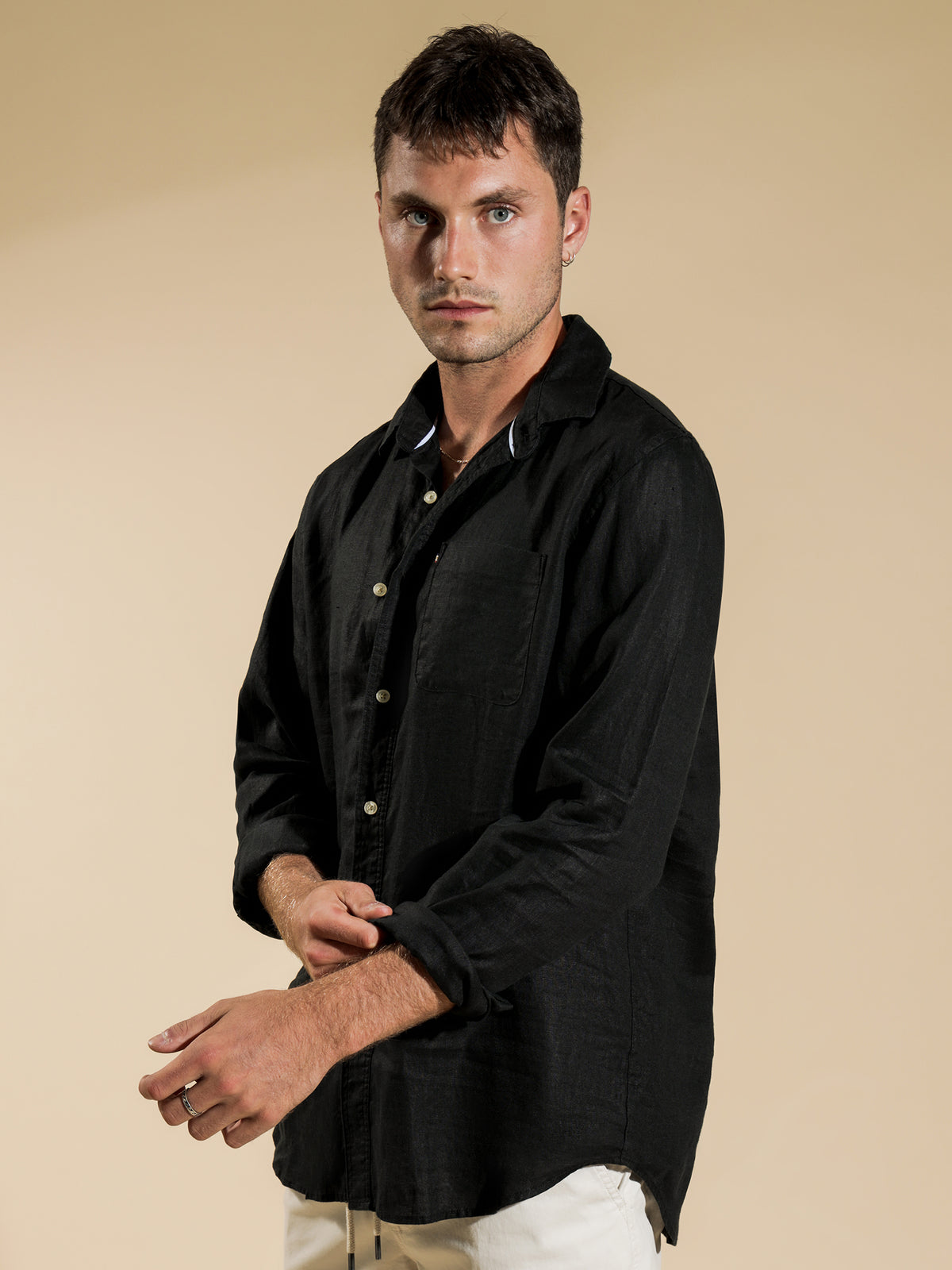 Hampton Long Sleeve Linen Shirt in Black
