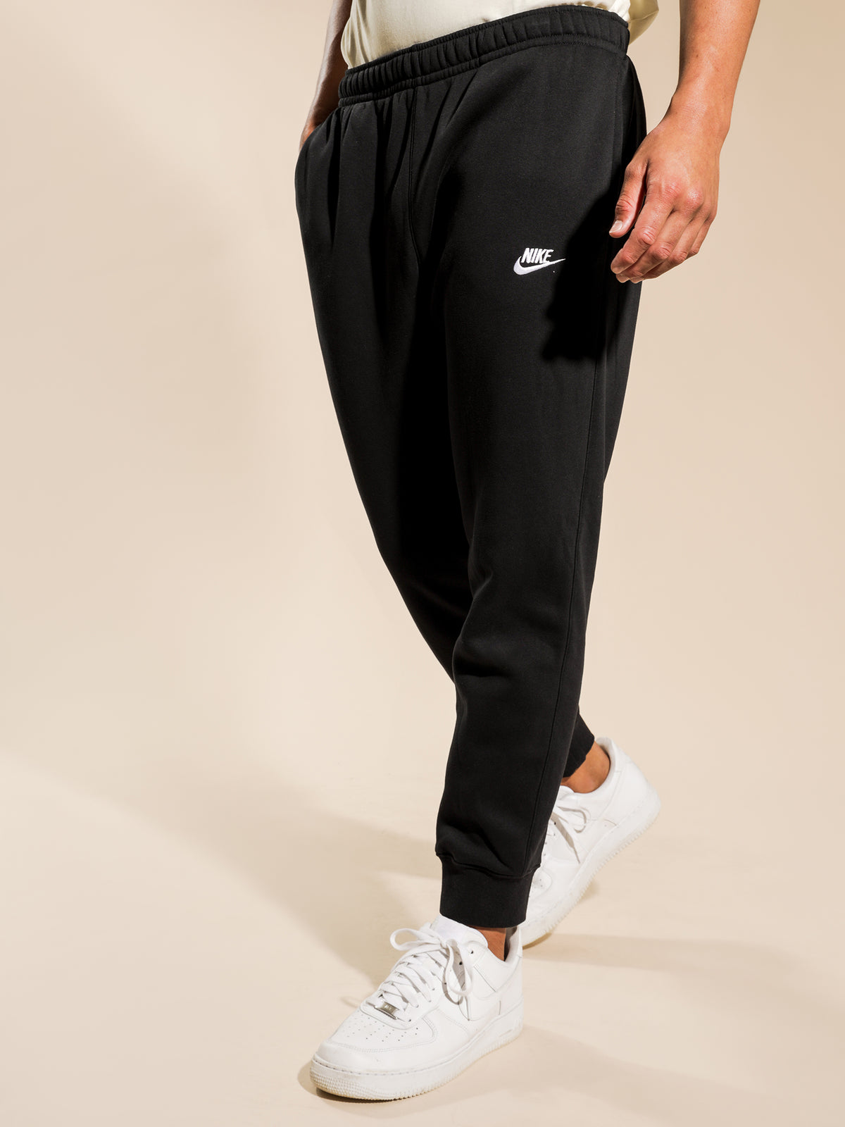 Sportswear Club Jogger in Black