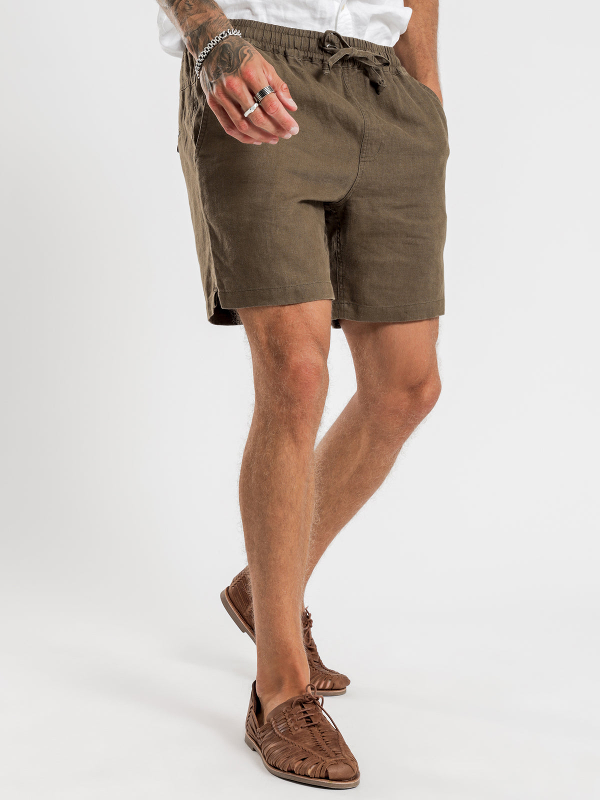 Riviera Linen Shorts in Olive
