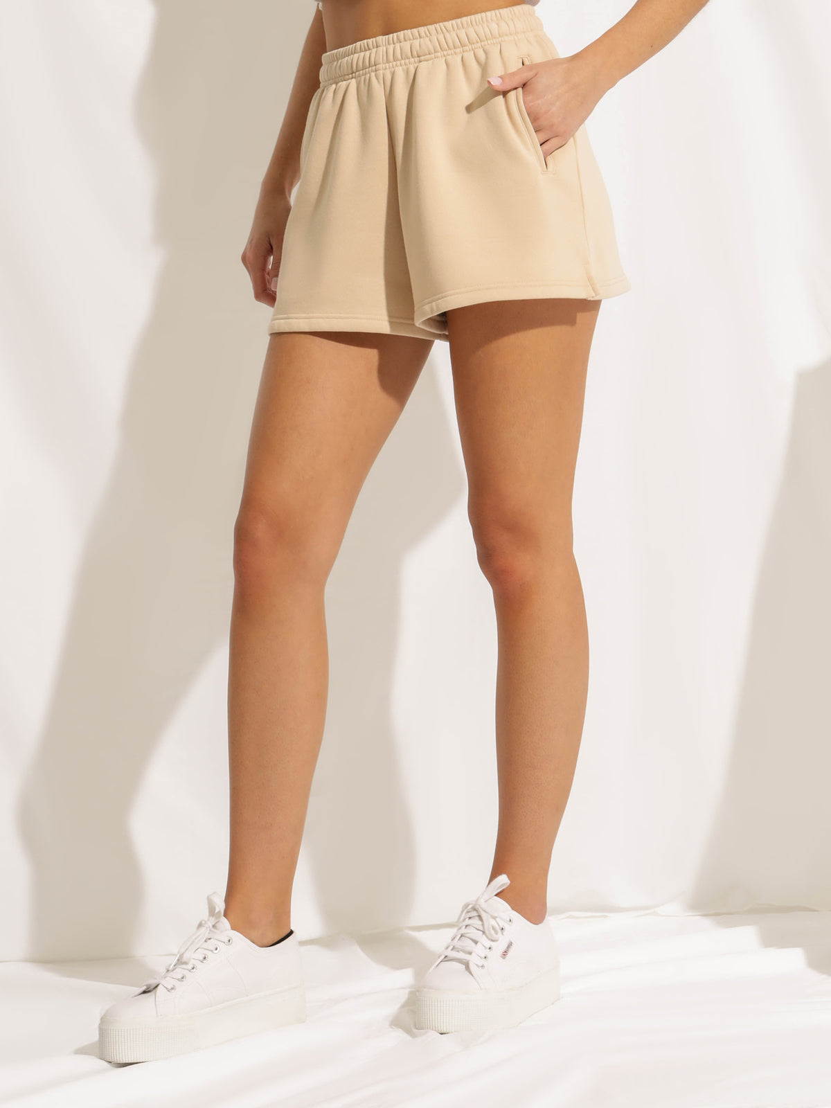 Carter Classic Shorts in Sand