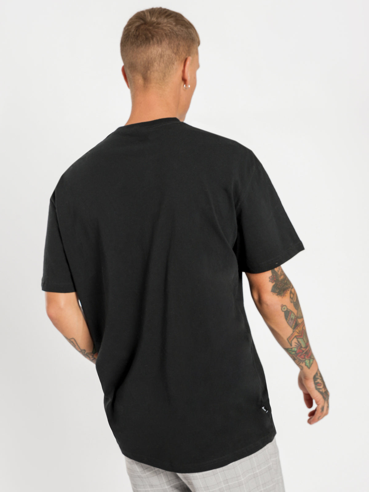 Solid Tour Short Sleeve T-Shirt in Black