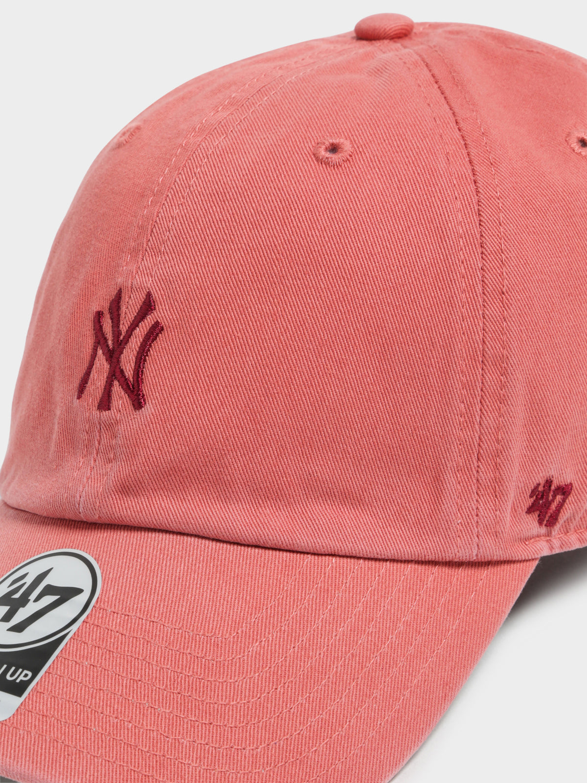 Base Runner New York Yankees Cap in Island Red