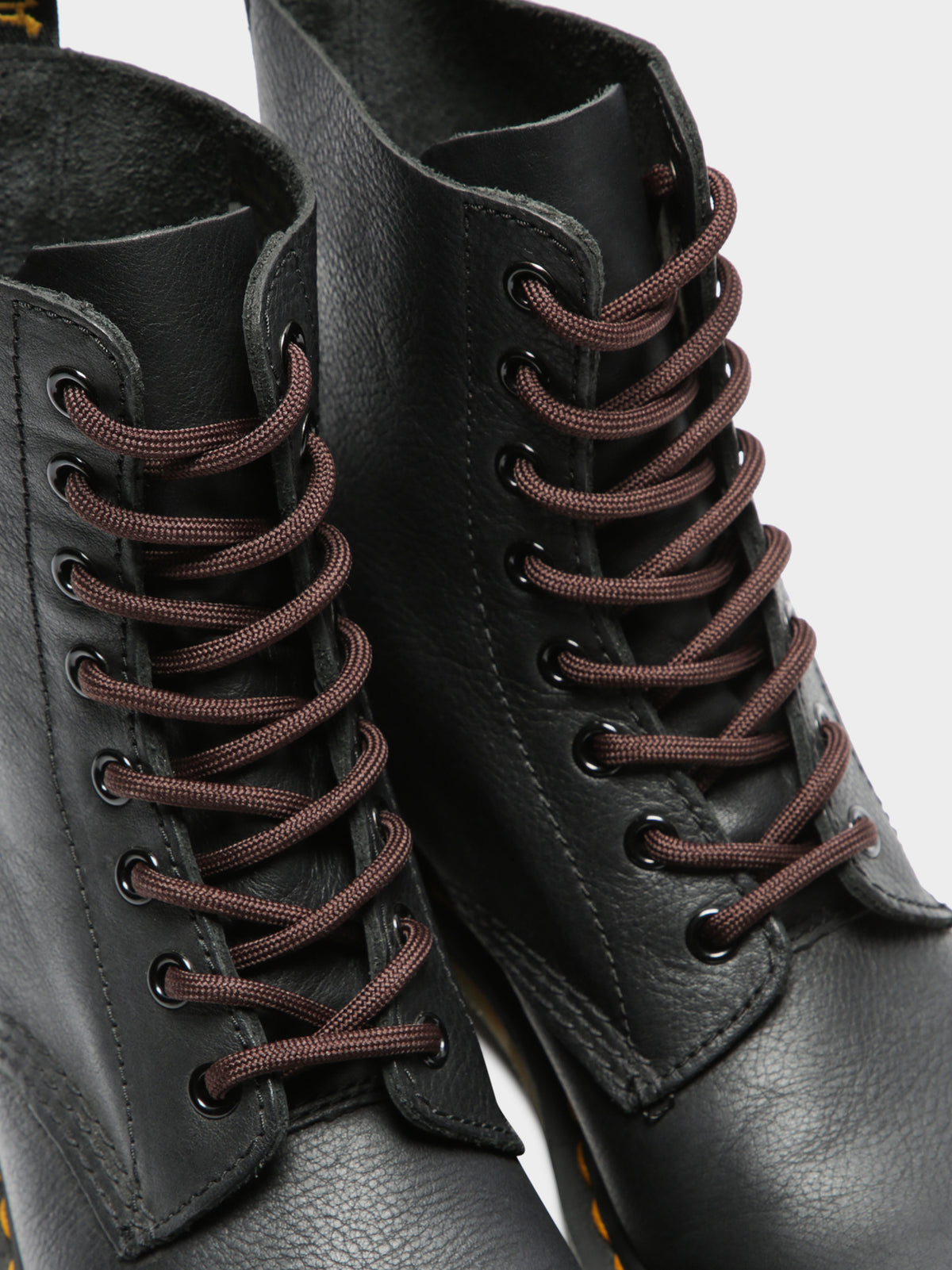 8-10 Eye Laces in Brown