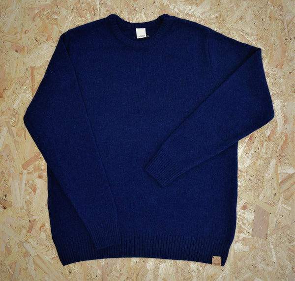 British lambswool crew neck jumper with cork leather Gallox branding at hem. Made in England