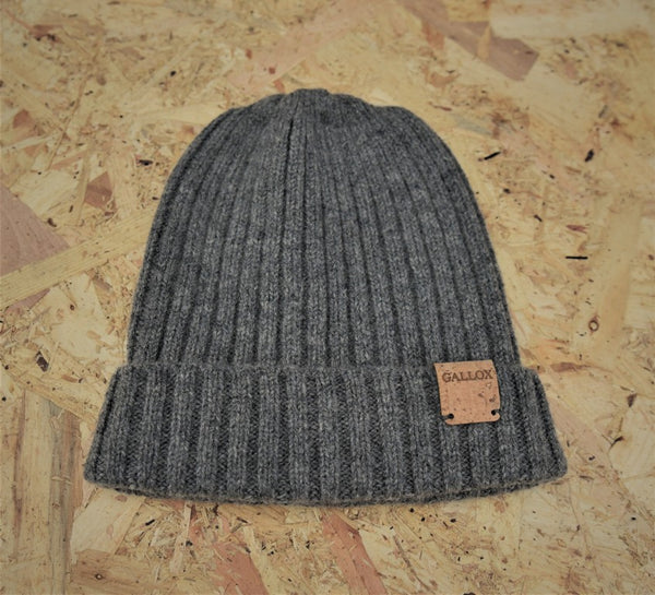 Lambswool fishermans style ribbed beanie in grey with cork leather Gallox branding at brim