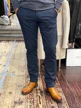 Load image into Gallery viewer, Matinique slim fit chino in navy