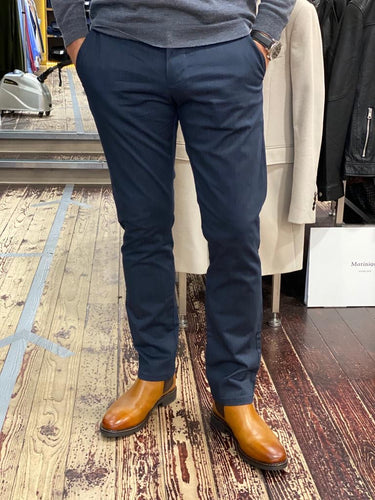 Matinique slim fit chino in navy
