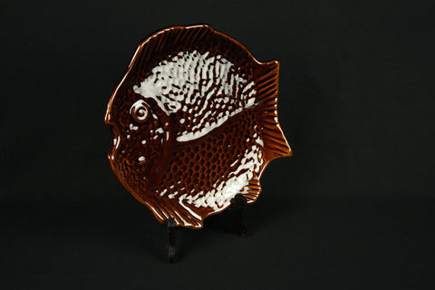 6 plates of pottery in the shape of a discus fish, circa 1970