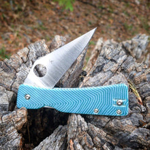 Load image into Gallery viewer, Spyderco Watu Hole Delete 57' Chevy