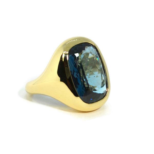 a-furst-essential-cocktail-ring-london-blue-topaz-yellow-gold