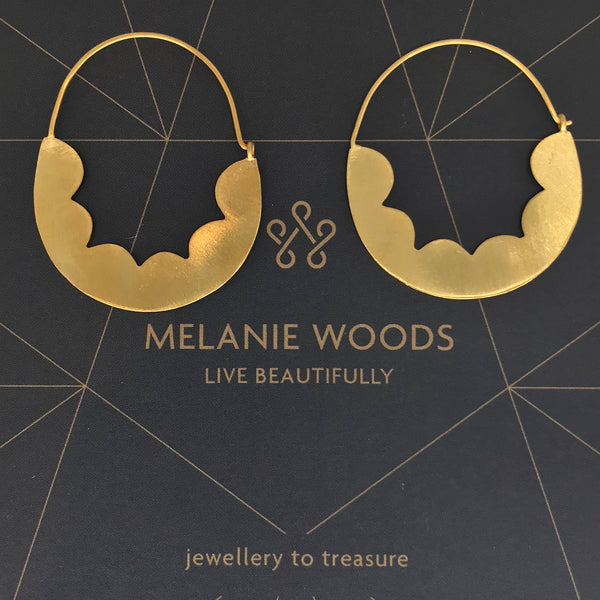 MELANIE WOODS - Gold Scallop Hoop Earrings