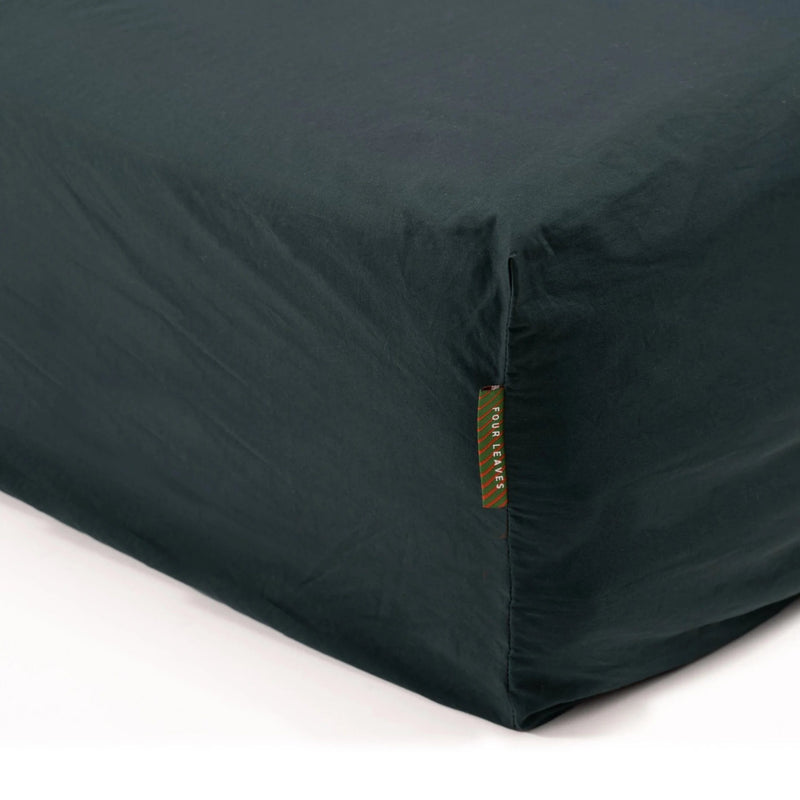 Kandalama percale fitted sheet (dark green) - Four Leaves