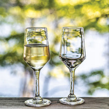 Load image into Gallery viewer, Simon Pearce Bristol White Wine Glass
