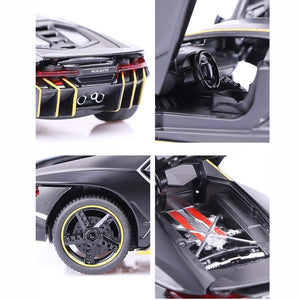 1:32 Can Open The Door of A Large Sports Car With sound and light alloy car fine collection gift ornaments model toy car
