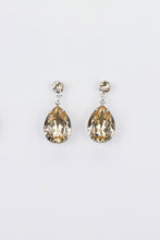 Load image into Gallery viewer, Silver earring with a silk colour pear shape stone