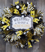 Load image into Gallery viewer, Welcome Wreath, Welcome Bee Wreath