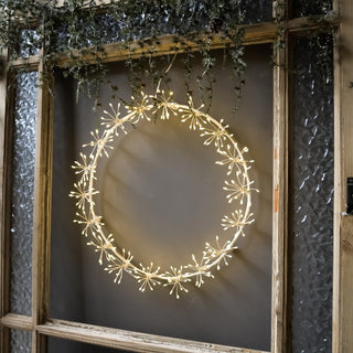 WHITE STARBURST 35cm WREATH, MAINS