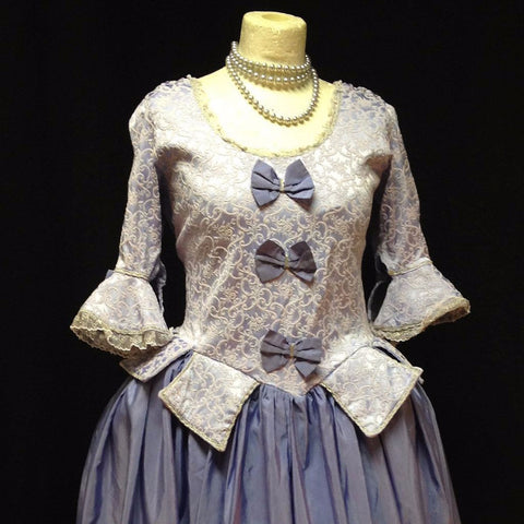 18th Century Dress in Lilac